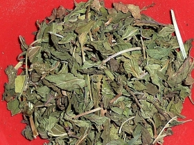Peppermint, chopped leaves